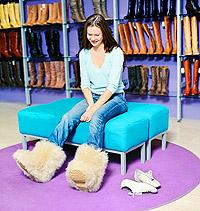 девушка, сапоги, мех, магазин, джинсы