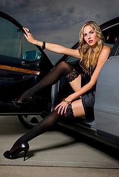 Девушки в юбках фото на машинах