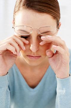 Eye makeup allergy symptoms