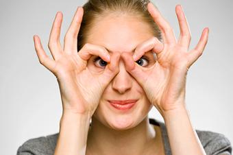 Девушки в очках фото сохранить