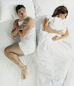 девушка и парень в кровати фото
