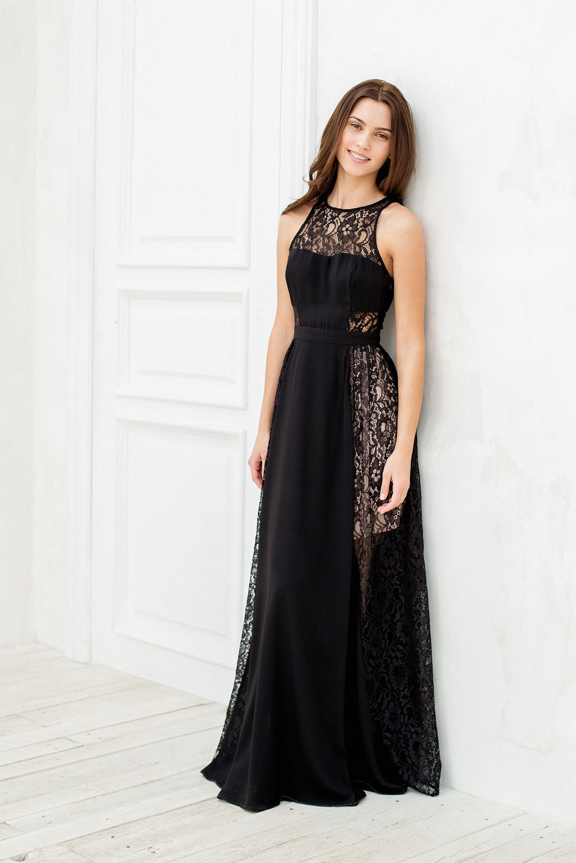 8480d2965e856 А тем, кто предпочитает более универсальные и практичные модели, стилисты  предложили изысканные платья миди-длины.