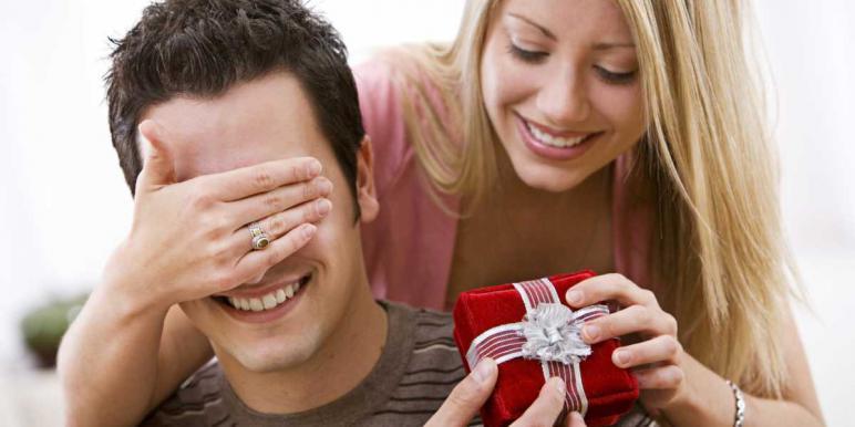 Выбор подарка мужчине на 23 февраля