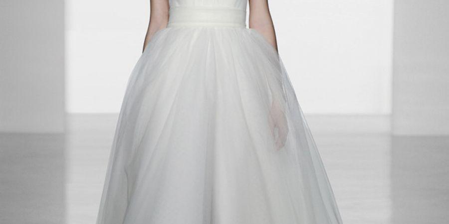 К чему снится Свадебное платье во сне  по 90 сонникам