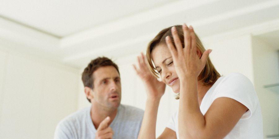Особенности мужской ревности: зачем муж просит жену