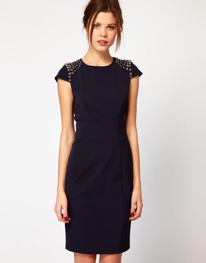 Черное платье с красным поясом новый год