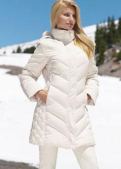 abe3a5ac7861 Для городской жительницы, не увлекающейся лыжными прогулками, вполне  достаточно однослойного пуховика. А еще бывают двухслойные – они лучше  хранят тепло и ...