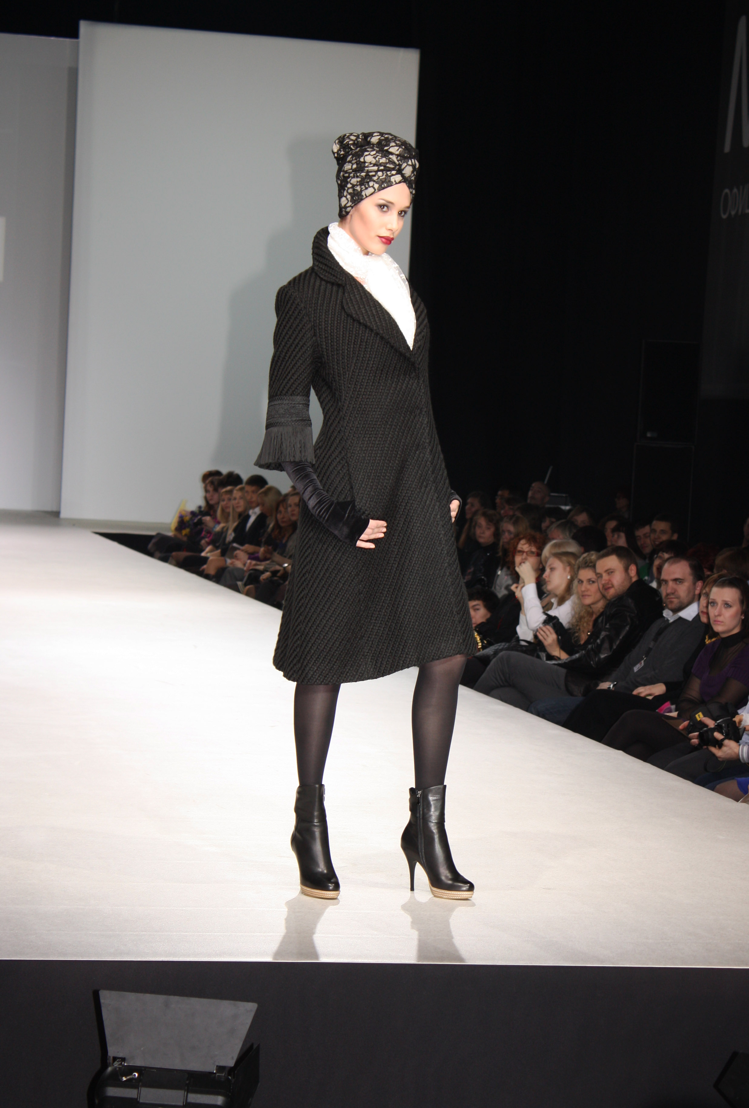 Показ коллекции Parisienne марки RUSTAM на Volvo Fashion week в 2019 году