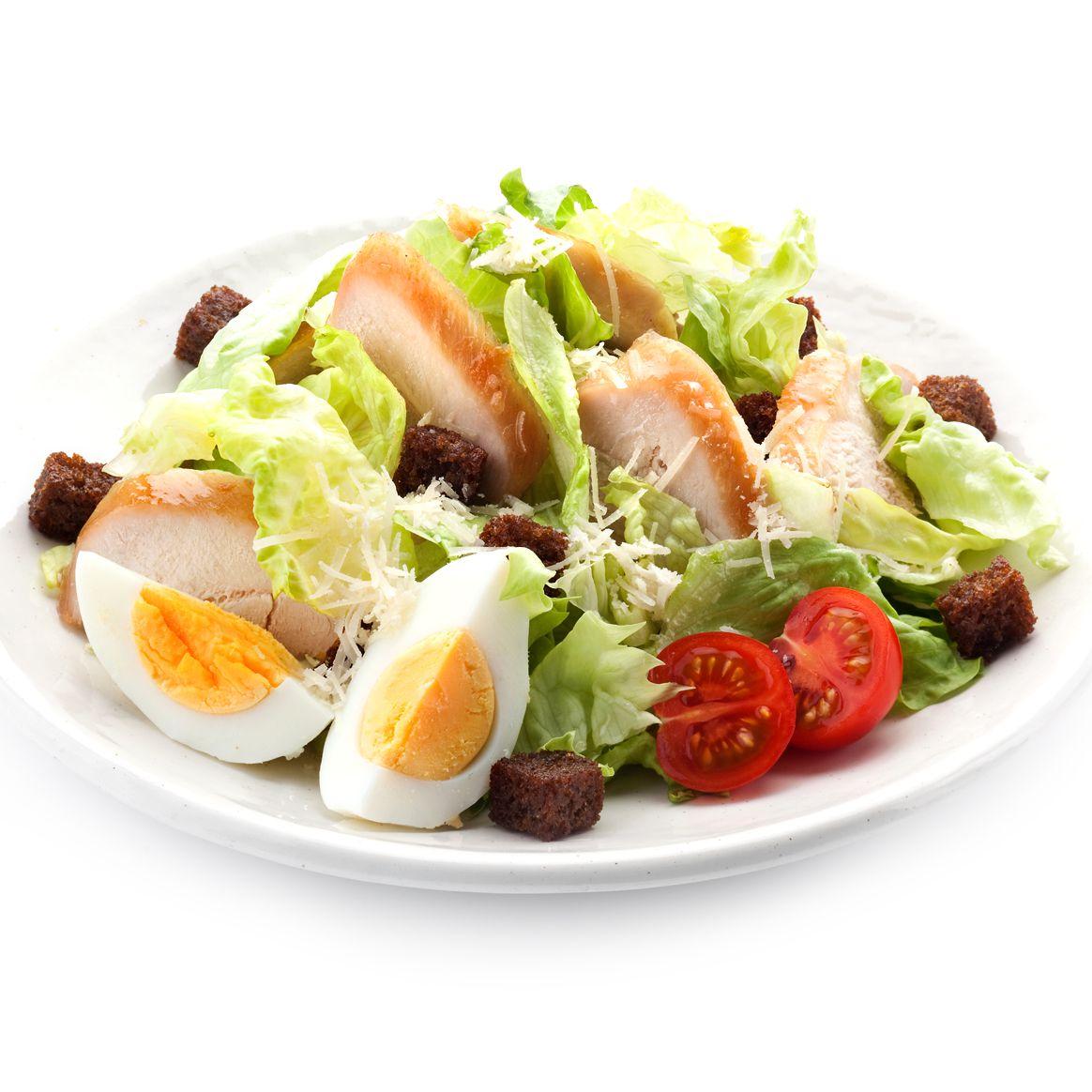Салат с курицей яйцом и помидорами