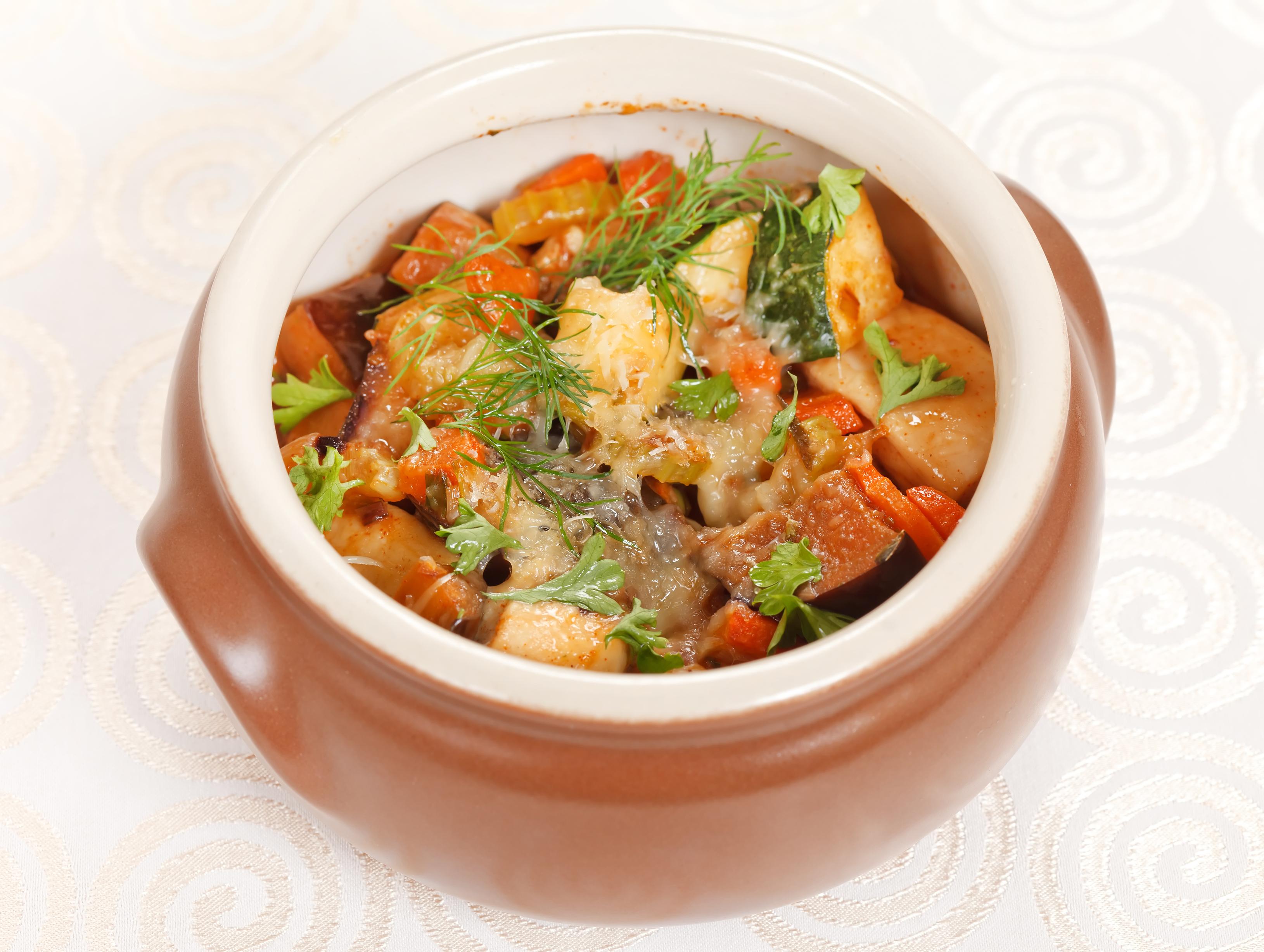 Куриное филе в горшочках с овощами в духовке рецепт