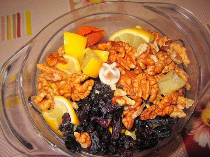 Орехи, мёд и сухофрукты