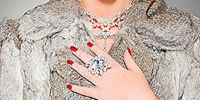 девушка, мех, шуба, кольцо, красная помада