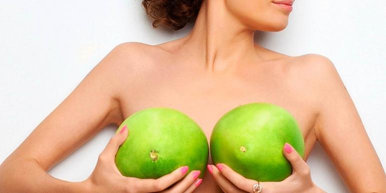 Женская грудь с набухшими сосками
