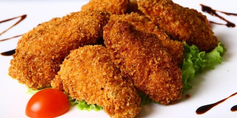 Филе курицы в панировке на сковороде