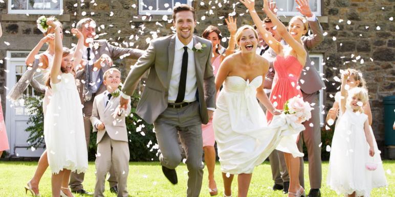 Казусы под юбкой у невест видео