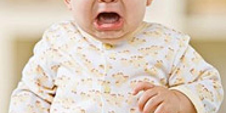 Почему ребенок плачет в 1 месяц