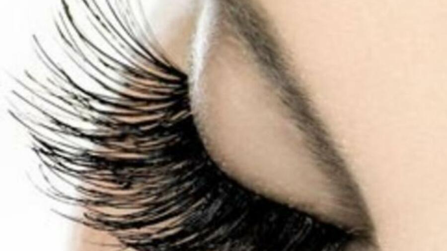 Наращивание ресниц опасно для зрения