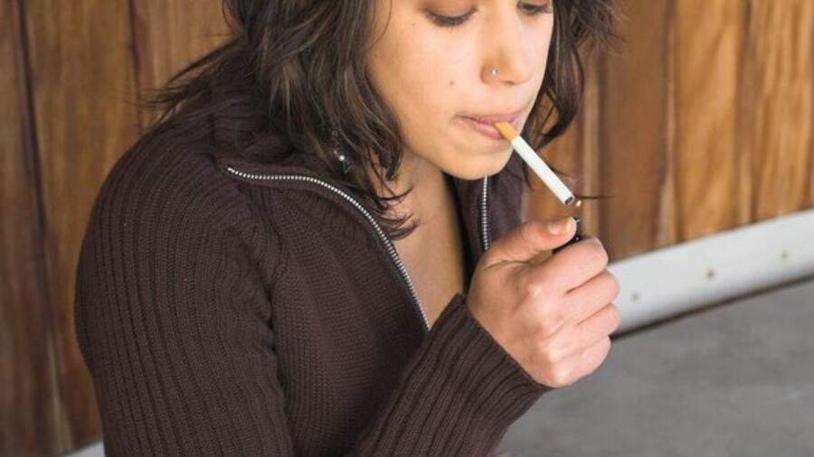 girl-smoking.jpg